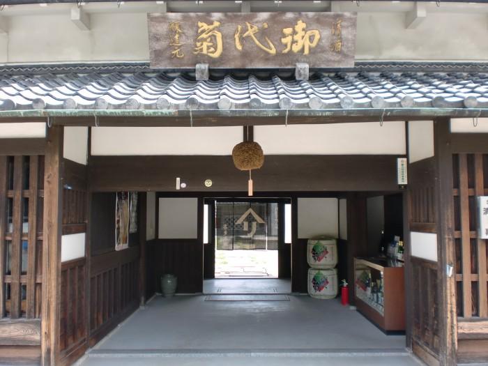 正門(横)
